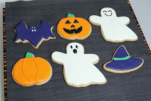 Halloween Iced Sugar Cookies.Halloween Cookies And Cupcakes Sugar And Spice Bakery Iu Catering Indiana University